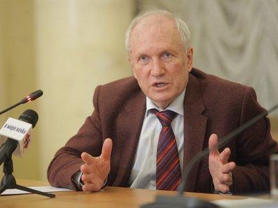 Поздравляем академика В.В.Козлова